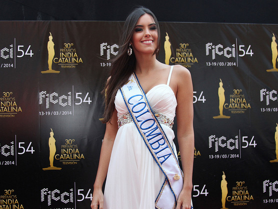 Backing with Paulina Vega, Colombian Miss Universe 2015 (Photo from entretengo.com)